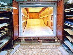 Удобный терминал в Чебоксарах - пол склада на уровне пола фуры